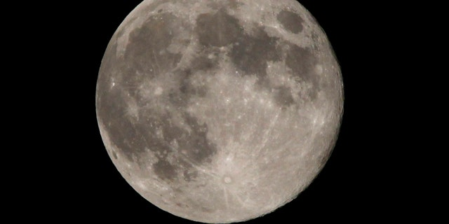 A full moon sits over the Washington region on the night of moon walking astronaut Neil Armstrong's funeral seen from northern Virginia, August 31, 2012. Armstrong was the first man to walk on the moon in 1969 while a crew member of the moon landing Apollo 11 mission. REUTERS/Larry Downing  (UNITED STATES - Tags: OBITUARY SOCIETY ENVIRONMENT) - RTR37CO7