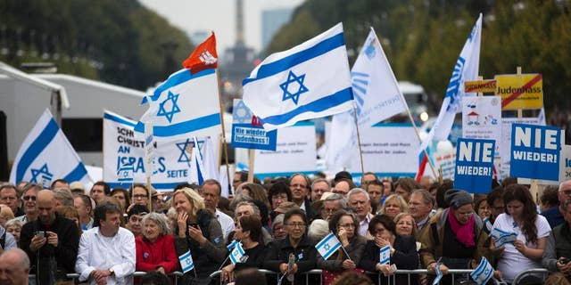 Germans rally against anti-Semitism