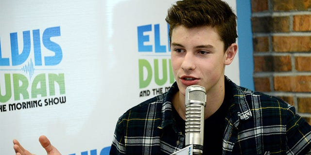 """NEW YORK, NY - AUGUST 18:  (EXCLUSIVE COVERAGE, SPECIAL RATES APPLY) Musical artist Shawn Mendes visits """"The Elvis Duran Z100 Morning Show"""" at the Z100 Studio on August 18, 2014 in New York City.  (Photo by Ben Gabbe/Getty Images)"""
