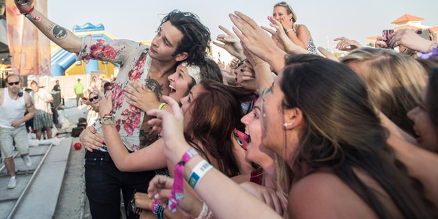 The 1975 - HangOut Music Fest 5/16/2014 - Gulf Shores AL - photo © Dave Vann 2014