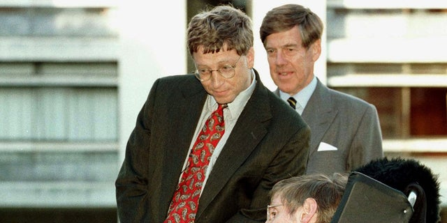 Stephen Hawking with Bill Gates.