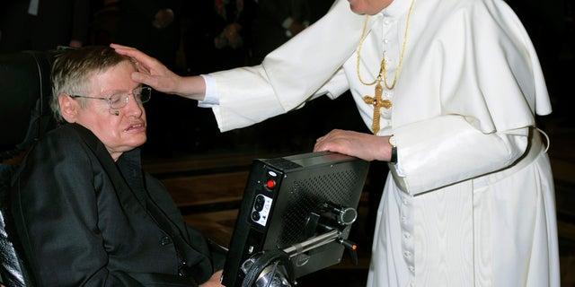 Stephen Hawking with Pope Benedict XVI.