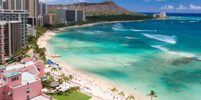 waikiki diamond head resort beach in honolulu hawaii