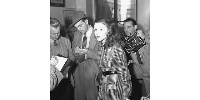 Ann Toth, Hollywood bit-part player and close friend of Elizabeth, besieged by photographers.