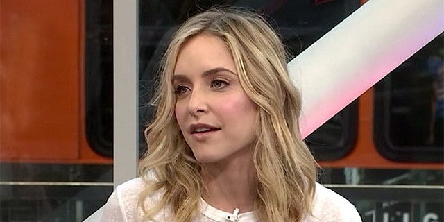 Jenny Mollen shared a shocking photo of her body after experiencing thyroid issues.
