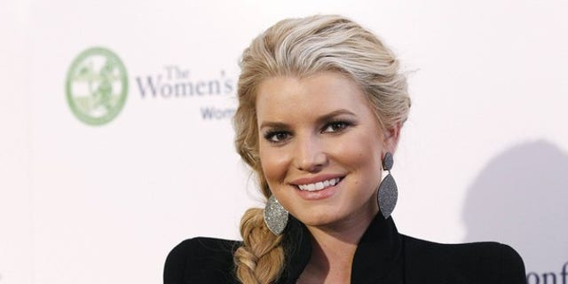 Actress Jessica Simpson poses at The Women's Conference in Long Beach, California October 26, 2010. REUTERS/Mario Anzuoni (UNITED STATES - Tags:ENTERTAINMENT)