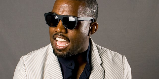 """Entertainer Kanye West poses for a portrait while promoting his new collaborative book named """"Thank You and You're Welcome"""" in New York May 22, 2009. REUTERS/Lucas Jackson (UNITED STATES ENTERTAINMENT MEDIA) - RTXLIH6"""
