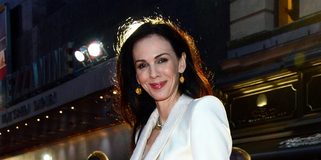 American fashion designer L'Wren Scott committed suicide by hanging in 2014.