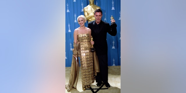 Australian costume designer Lizzy Gardiner wore a dress made of American Express gold cards to the 1995 Oscars.