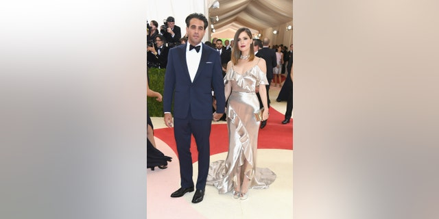 "Bobby Cannavale (L) and Rose Byrne attend the ""Manus x Machina: Fashion In An Age Of Technology"" Costume Institute Gala at Metropolitan Museum of Art on May 2, 2016 in New York City."