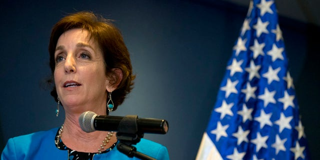 Roberta Jacobson makes a brief statement at Benito Juarez Airport in Mexico City, Thursday, May 26, 2016.