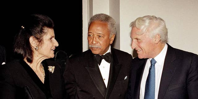 New York City Mayor David Dinkins, center, is seen at a reception for the Tel Aviv Foundation in New York on Oct. 23, 1993. (AP Photo/David Karp, File)