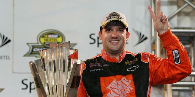 20 November 2005 - Tony Stewart wins the Nextel Cup Championship during the running of the Ford 400 Nextel Cup Series race at Homestead-Miami Speedway in Homestead, FL. (Harold Hinson for TSN)