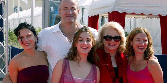 American Actress Gena Rowlands (2R), poses with her son Nick Cassavetes (2L), her daughters Alexandra (L) and Zoe (R), and her grand-daughter Gena (3L), daughter of Nick, during their arrival at the Dauville's American film festival September 5, 2004.