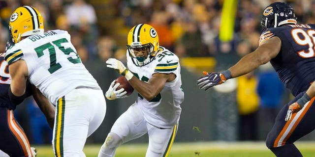 Oct 20, 2016; Green Bay, WI, USA; Green Bay Packers running back Knile Davis (30) rushes with the football during the fourth quarter against the Chicago Bears at Lambeau Field. Green Bay won 26-10. Mandatory Credit: Jeff Hanisch-USA TODAY Sports