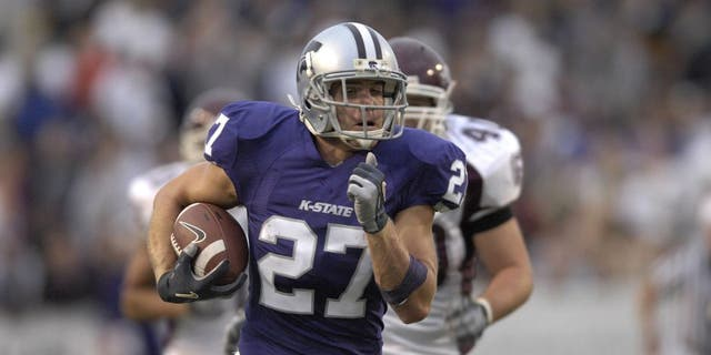 MANHATTAN, KS - SEPTEMBER 15: Wide receiver Jordy Nelson #27 of the Kansas State Wildcats rushes down field past defender Connor McDonough #40 of the Missouri State Bears for a 61-yard pass play in the second quarter, during a NCAA football game on September 15, 2007 at Bill Snyder Family Stadium in Manhattan, Kansas. (Photo by Peter Aiken/Getty Images)