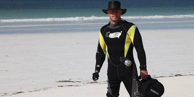 Ronda Rousey's shark diving trainer, Paul de Gelder, survived an attack in 2009.