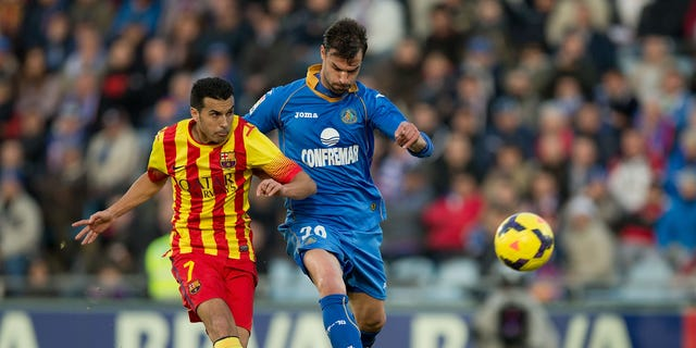 GETAFE, SPAIN - DECEMBER 22: Pedro Rodriguez Ledesma of FC Barcelona scores their opening goal against Juan Valera Espin of Getafe CF during the La Liga match between Getafe CF and FC Barcelona at Coliseum Alfonso Perez on December 22, 2013 in Getafe, Spain.  (Photo by Gonzalo Arroyo Moreno/Getty Images)