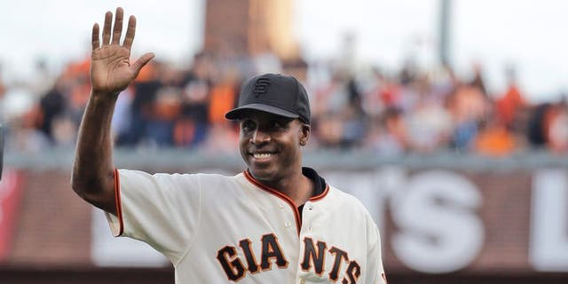 Former San Francisco Giant Barry Bonds throws out the ceremonial first pitch before Game 4 of the National League baseball championship series between the San Francisco Giants and the St. Louis Cardinals Wednesday, Oct. 15, 2014, in San Francisco. (AP Photo/Jeff Roberson)