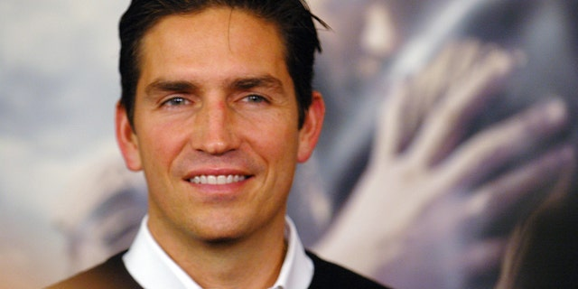 "Actor Jim Caviezel attends the premiere of ""The New World"" at the Academy of Motion Picture Arts and Sciences in Beverly Hills, California December 15, 2005. REUTERS/Phil McCarten - RTR1B56Q"