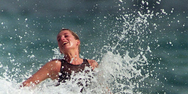 Princess Diana enjoys the splash of a wave during a morning swim on the Caribbean Island of Nevis January 3, 1993.  REUTERS/Mark Cardwell - GM1DUGTOYZAA