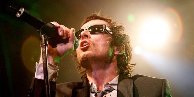 Lead singer Scott Weiland performs with Stone Temple Pilots in West Hollywood, California April 7, 2008.