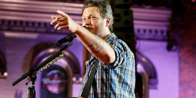 """Musician Blake Shelton performs """"Boys 'Round Here"""" during the 2014 CMT Music Awards in Nashville, Tennessee June 4, 2014."""