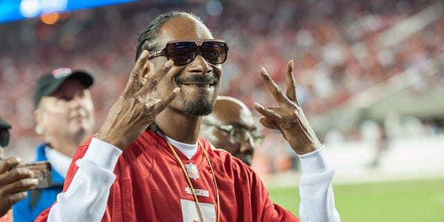 Music artist Snoop Dogg reacts to the crowd after performing during the halftime show at Levi's Stadium. (Ed Szczepanski-USA TODAY Sports)