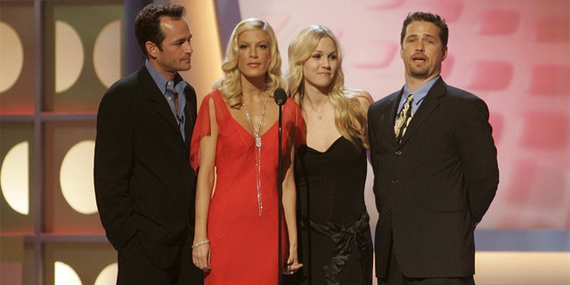 """The cast of the hit television series """"Beverly Hills 90210 (L-R) Luke Perry, Tori Spelling, Jennie Garth and Jason Priestley pay tribute to producer Aaron Spelling, the most prolific producer of television programming in history, prior to presenting Spelling with the Pioneer award at the 3rd annual TV Land Awards in Santa Monica, California March 13, 2005."""