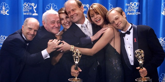 "The cast of the sitcom ""Frasier,"" (L-R) Dan Butler, John Mahoney, Peri Gilpin, Kelsey Grammer, Jane Leeves, and David Hyde Pierce, poses backstage at the 50th Annual Emmy Awards in Los Angeles on September 13, 1998. The series broke an Emmy record by winning for the fifth time."