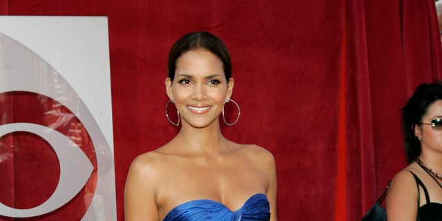 Actress Halle Berry poses during the 57th annual Prime Time Emmy Awards at the Shrine Auditorium in Los Angeles September 18, 2005. REUTERS/Mario Anzuoni  MA - RTROLP5