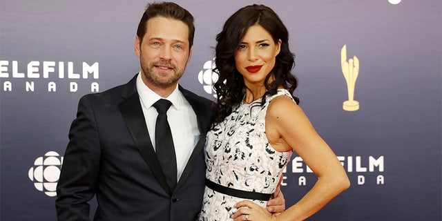 Jason Priestley and Cindy Sampson arrive at the Canadian Screen Awards in Toronto, Ontario, Canada March 12, 2017.