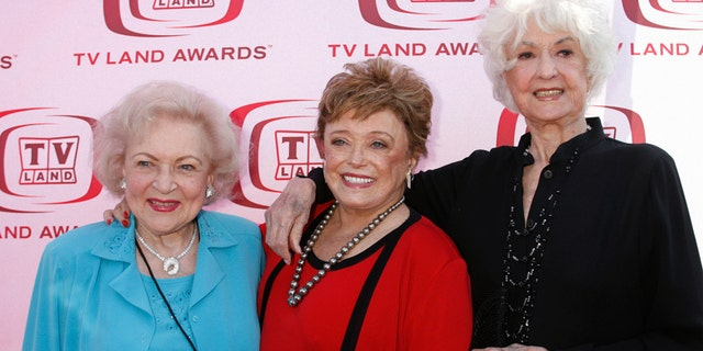 """Actresses (L-R) Betty White, Rue McClanahan and Bea Arthur who starred in TV series """"The Golden Girls"""" pose as they arrive for a taping of the 6th annual TV Land Awards in Santa Monica June 8, 2008."""
