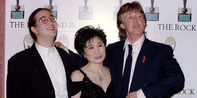 Former Beatle Paul McCartney (R) laughs with Yoko Ono and Sean Lennon after inducting fellow former Beatle John Lennon into the Rock and Roll Hall of Fame in New York on January 20, 1994.