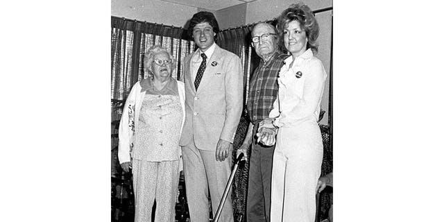 Juanita Broaddrick (R) with Bill Clinton and unidentified residents of her retirement home, in 1978.