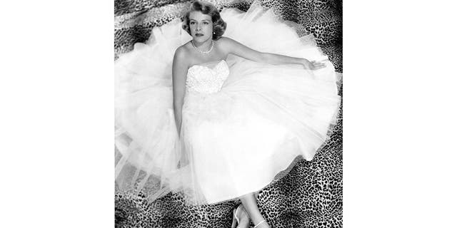 Singer Rosemary Clooney signed her first recording contract in 1949.