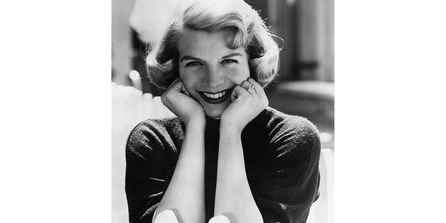 Singer Rosemary Clooney, the 1950s pop crooner and actress who found a second act as a jazz song stylist in the last 25 years of her life, died June 29, 2002 at the age of 74 at her Beverly Hills home, surrounded by family.
