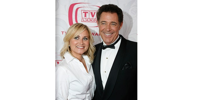 Cast members of the television series 'The Brady Bunch' Maureen McCormick, left, and Barry Williams pose together as they arrive for the taping of the 5th Annual TV Land Awards in Santa Monica, California April 14, 2007.
