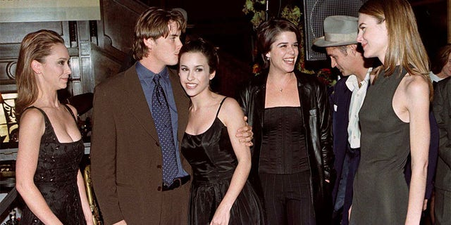 "The cast of the popular television series ""Party of Five"" pose together at a party celebrating the program's 100th episode, November 5. Shown are cast members (L-R) Jennifer Love Hewitt, Jeremy London, Lacey Chabert, Neve Campbell, unidentified musician at party and actress Paula Devicq."