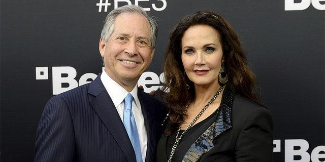 Robert A. Altman and his wife Lynda Carter.