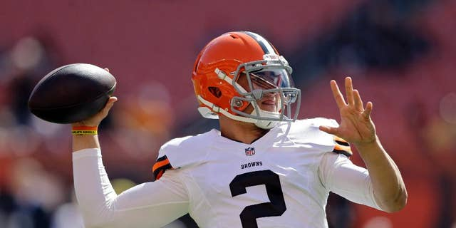 Cleveland Browns quarterback Johnny Manziel warms up before an NFL football game against the Baltimore Ravens, Sunday, Sept. 21, 2014, in Cleveland. (AP Photo/Tony Dejak)
