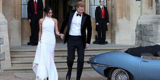 The newly married Duke and Duchess of Sussex, Meghan Markle and Prince Harry, leaving Windsor Castle after their wedding to attend an evening reception at Frogmore House, hosted by the Prince of Wales Windsor, Britain, May 19, 2018.  Steve Parsons/Pool via REUTERS - RC16A6C13BD0