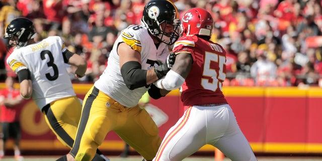 hot sale online 2b869 73f13 Army veteran Alejandro Villanueva is sole Steelers player to ...