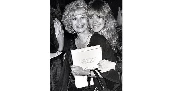 Stevie and her mother Barbara at the 1998 Grammy Awards.