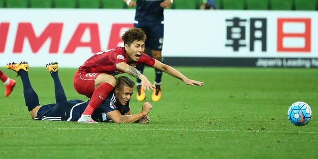 MELBOURNE, AUSTRALIA - FEBRUARY 24: Huan Fu of Shanghai SIPG challenges Jai Ingham of Melbourne Victory during the AFC Asian Champions League match between Melbourne Victory and Shanghai Sipg at AAMI Park on February 24, 2016 in Melbourne, Australia.  (Photo by Robert Cianflone/Getty Images)