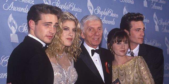 Jun 30, 1993; Los Angeles, CA, USA; CAST OF 'BEVERLY HILLS 90210'.  Jason Priestly, Tori and Aaron Spelling, Shannen Doherty and Luke Perry.  (Credit Image: © Kathy Hutchins/ZUMAPRESS.com)