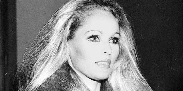 ** ARCHIV ** Die Schauspielerin  Ursula Andress, fotografiert am 3. Juni 1969 in Hollywood. Die bei Bern aufgewachsene Schweizerin Ursula Andress begeht am Sonntag, 19. Maerz 2006, ihren 70. Geburtstag. (AP Photo)