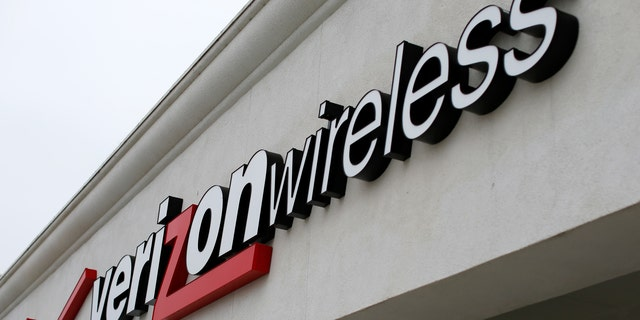 A Verizon wireless store is shown in Del Mar, California June 6, 2013. The Obama administration on June 6, 2013 acknowledged that it is collecting a massive amount of telephone records from at least one carrier, reopening the debate over privacy even as it defended the practice as necessary to protect Americans against attack.   REUTERS/Mike Blake  (UNITED STATES - Tags: CRIME LAW POLITICS BUSINESS TELECOMS) - RTX10E2F