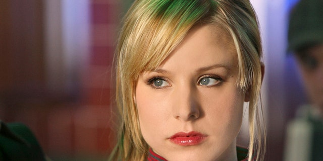 """This 2007 publicity photo supplied by the CW shows Kristen Bell,  who plays the title role in """"Veronica Mars"""" on The CW Network."""