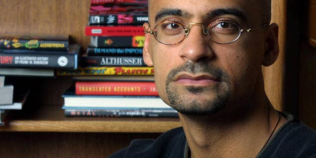 """** FILE ** Writer and Syracuse University professor Junot Diaz poses for a portrait in his Syracuse, N.Y., apartment Nov. 7, 2001. Diaz was awarded the Pulitzer for Fiction for """"The Brief Wondrous Life of Oscar Wao."""" (AP Photo/Jim McKnight,File)"""